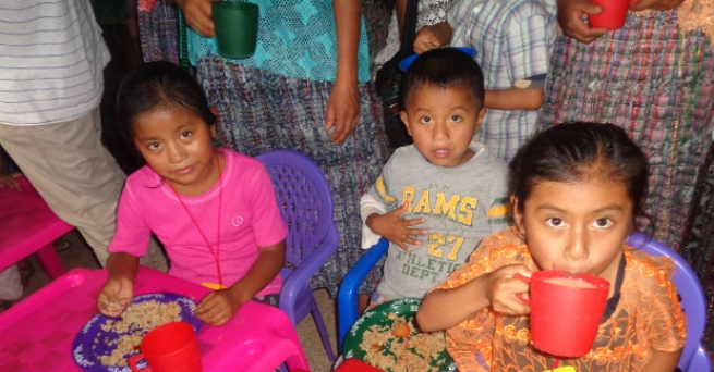 El Salvador - Over 700 children eat thanks to the Salesians