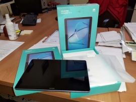 Italy – Students keep up with online learning through tablets, support from donor funding