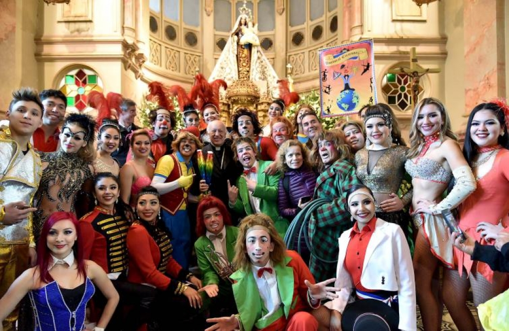 "Chile - Cardinal Ezzati to circus artists: ""Color the grayness of daily life"""