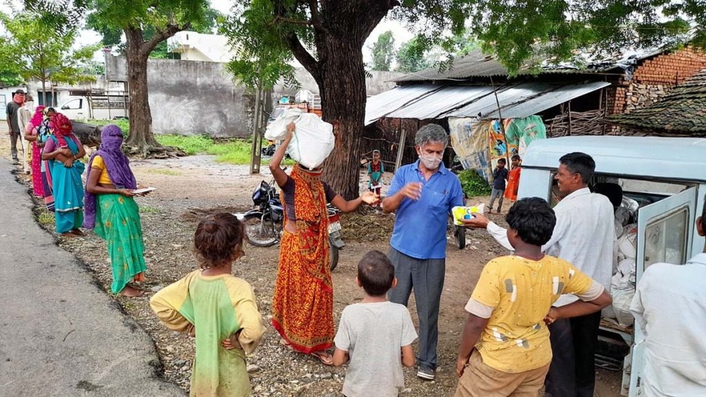 India - DBDS brings aid to 11,000 poor people in Gujarat villages
