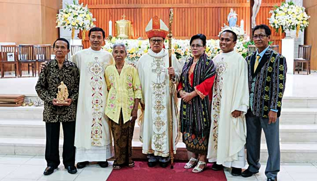 Indonesia - Priestly ordination of two young Salesians: Fransiskus and Yulius