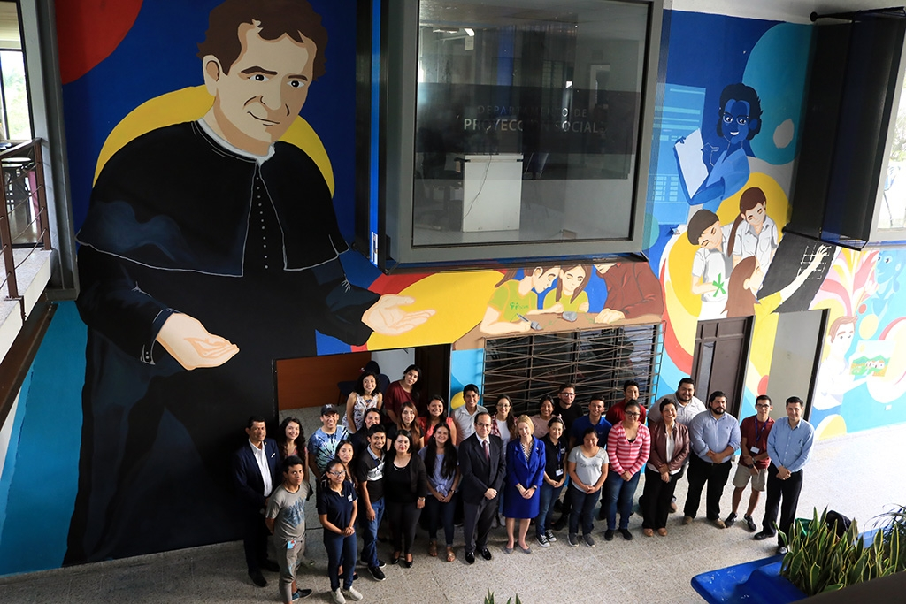 "El Salvador – L'Università Don Bosco inaugura il murale ""Educando mano nella mano con Don Bosco"""