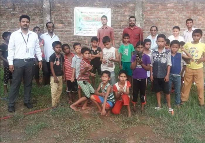 "India – Young people from ""Don Bosco Snehalaya"" supported by ""Salesian Missions"""