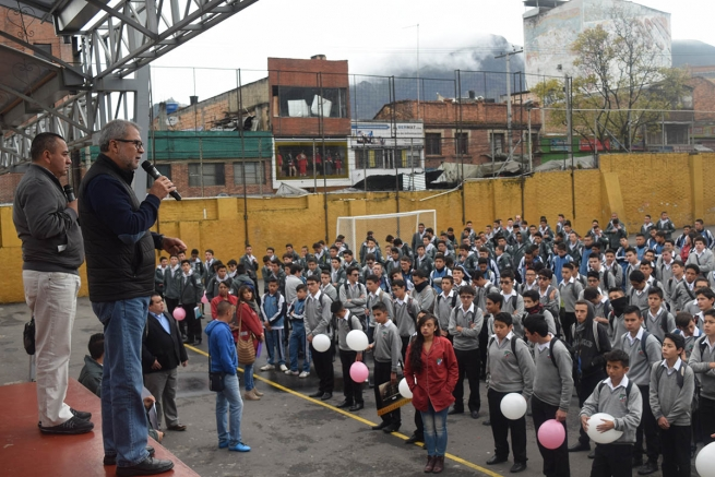 "Colombia - Fr Filiberto González at the community of the ""Niño Jesús"" in Bogota"
