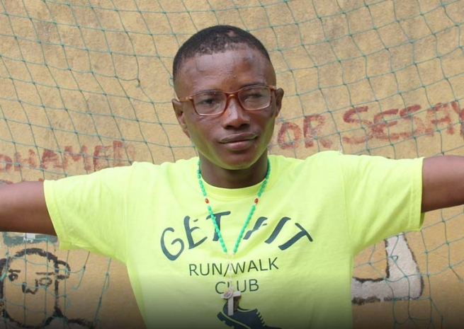 Sierra Leone – Lamín, the young man who is ashamed of his scars, but wants to become a saint