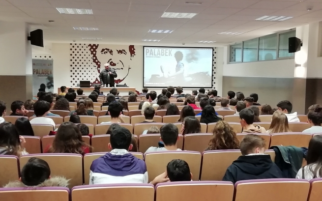 "Spain - Nearly 20,000 students of Salesianos have seen ""Palabek"" film documentary, listened to Fr Andrade"
