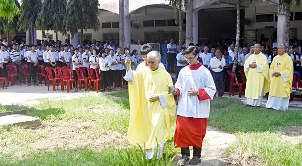 "Vietnam - Laying foundation stone of new chapel at ""Don Bosco My Thuan"""