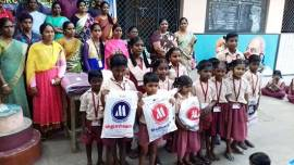 India – Small children help the flood victims