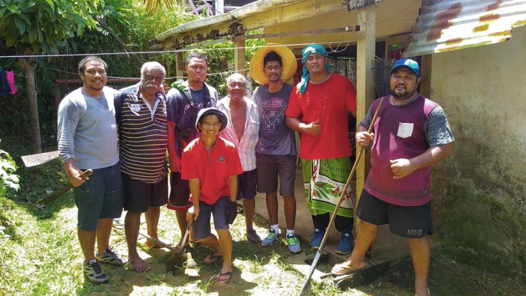 "Fiji Islands - Salesian community ""Don Bosco House"" assists a needy family"
