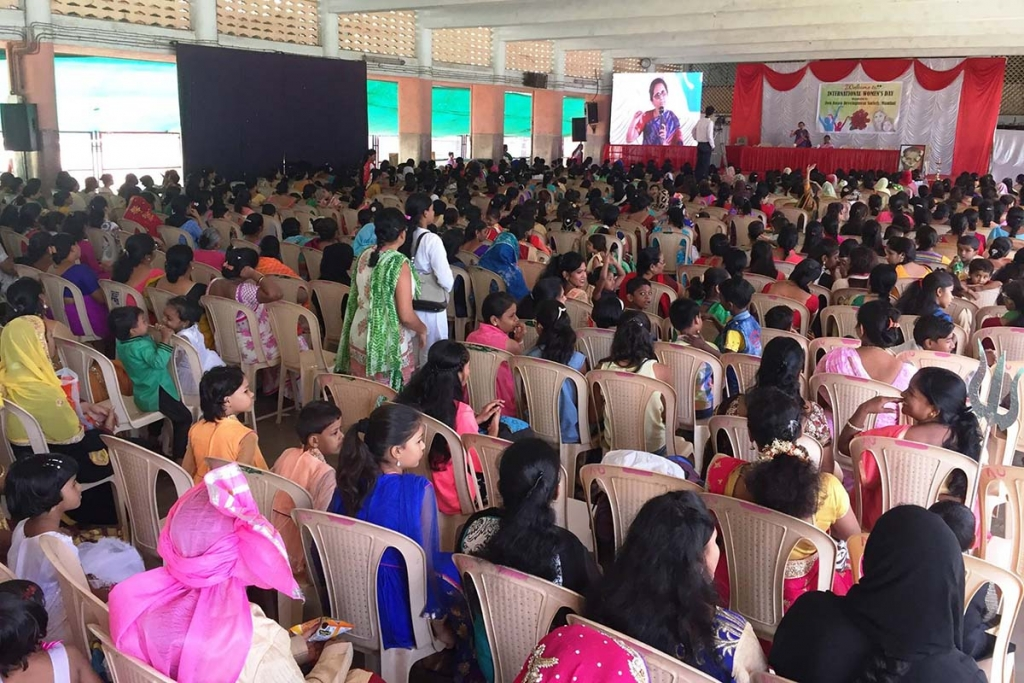 India - Over 1,400 women participating in the Women's Day: 493 benefit from the free medical camp