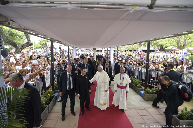 "Colombia - Pope Francis: ""I call on you to commit to renewing society"""