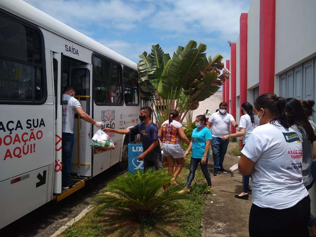 "Brazil - ""Solidarity Bus"" campaign donates 250 packages of basic necessities to needy families"