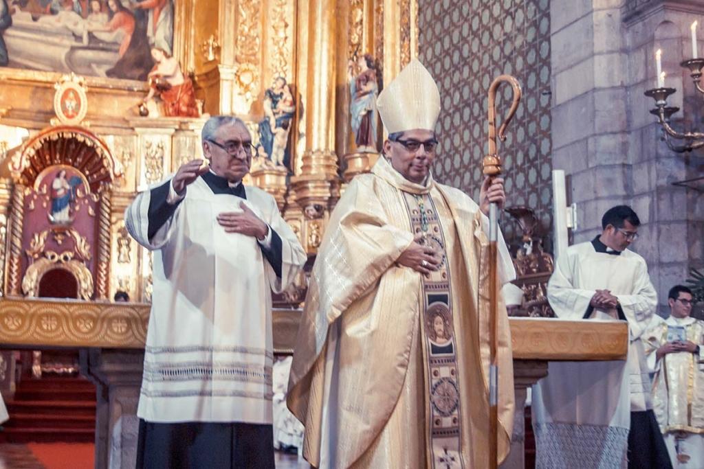Ecuador – Mons. Alfredo Espinoza inició su caminar como Arzobispo de Quito