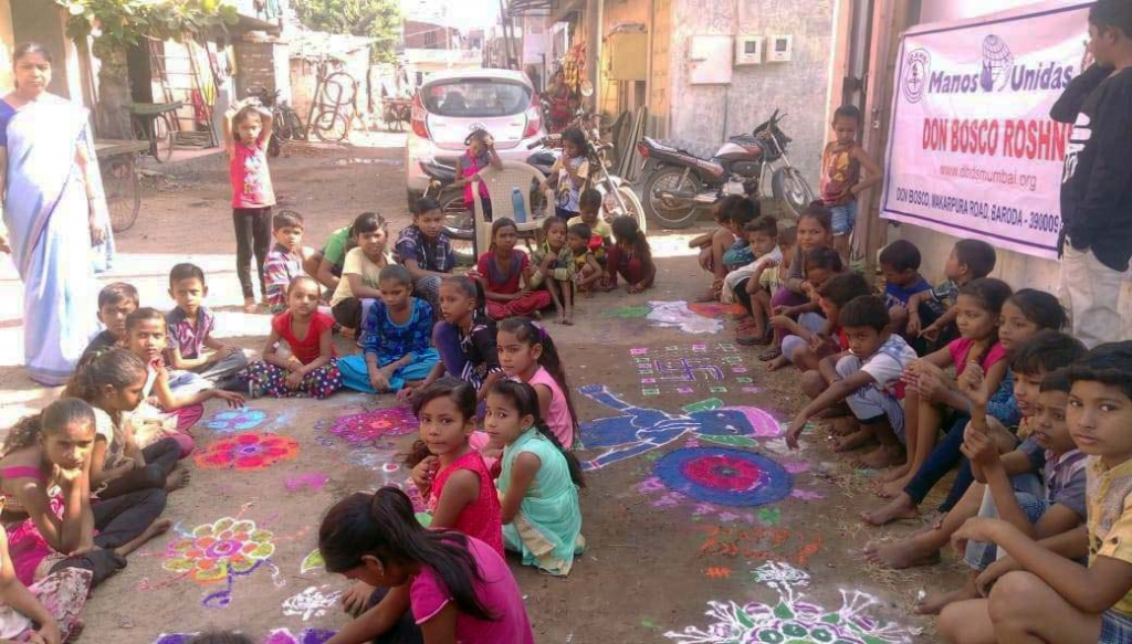 India - Creative design workshop for over 400 children in slums