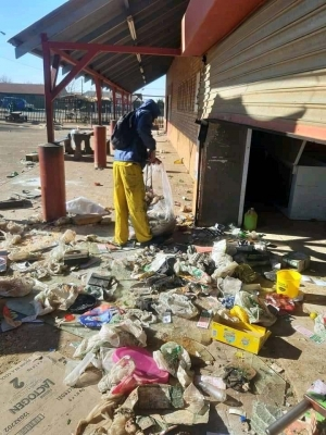 South Africa – Amid violence and looting, the example of an honest, upright citizen: young Eurica