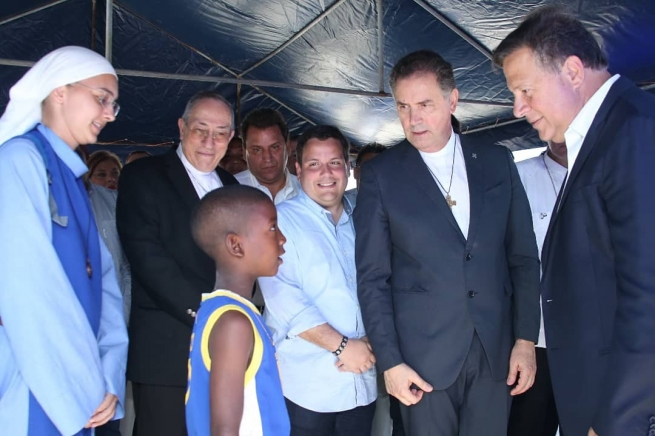 Panama - The Rector Major, together with the President of the Republic, visited the new project in Colón