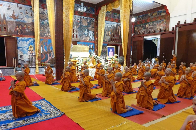 Thailand - Past Pupils Association accompanies Buddhist students in their spiritual practices
