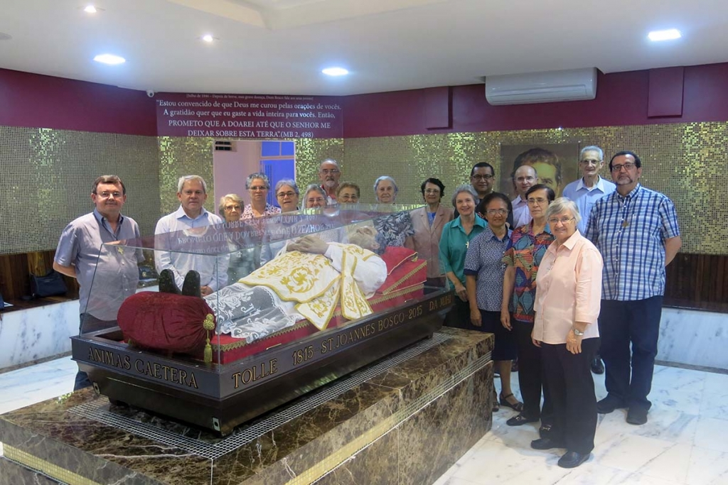 Brazil - Fr Vitali with SDB Provincials and FMA Provincials visiting urn of Don Bosco
