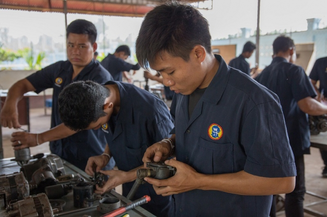 Laos - An intensive training course for benefit of poor young people
