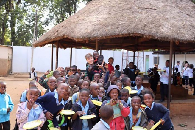 "Zambia – ""Share the Light"": Young people helping young people"