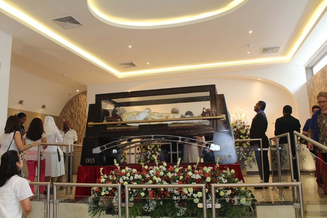 Panama – The casket with the relic of Don Bosco rests in the new chapel of the Don Bosco Minor Basilica