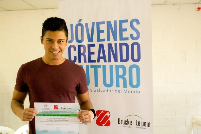 El Salvador - Transforming the lives of hundreds of young people: young people creating a future
