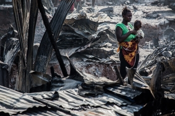"Sierra Leone – Fire destroys ""Angola"" slum in front of Don Bosco Fambul"