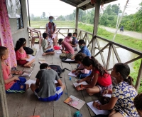 Nepal - Parents and students welcome new innovative teaching method