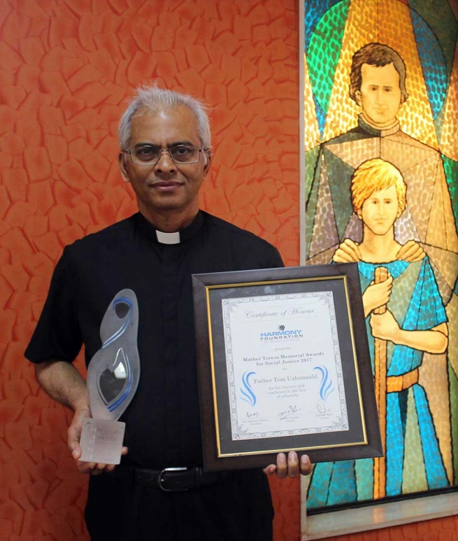 India – Father Tom Uzhunnalil, SDB receives the Mother Teresa Memorial Award for his bravery and resilience in the face of adversity