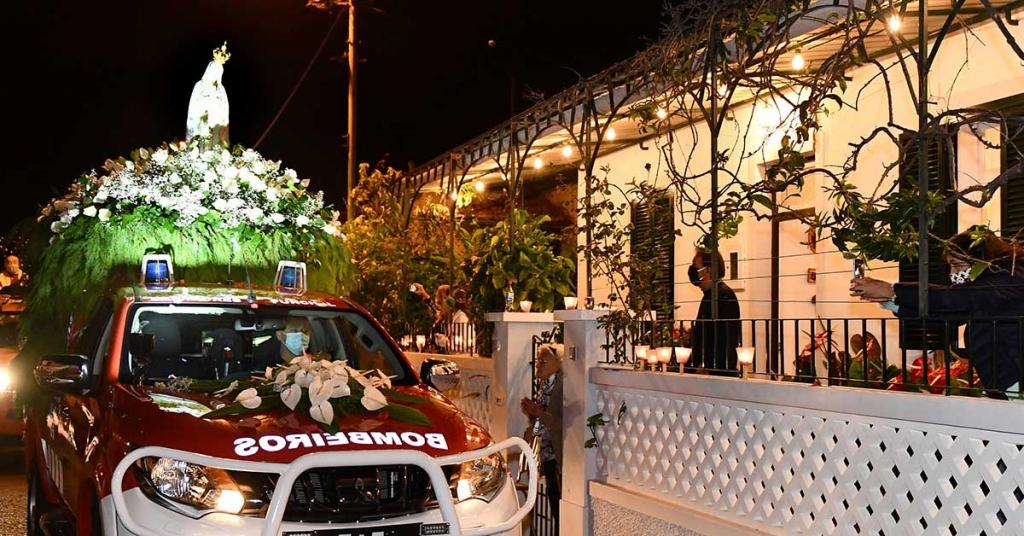 Portugal - L'image de Notre-Dame de Fatima traverse les rues de la paroisse