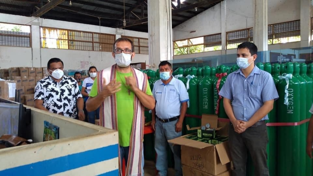 Peru - Fundraiser promoted by Salesian missionary donates 74 oxygen cylinders to public health network