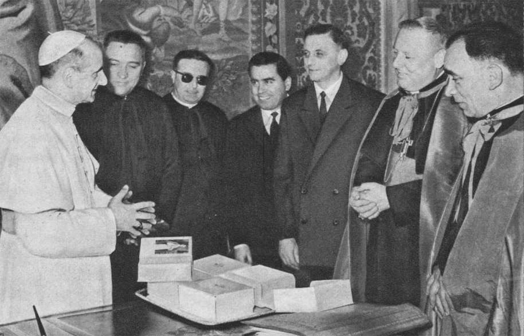 Vatican – Paul VI with the Salesians who worked in the Vatican Press
