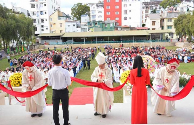 """Vietnam – """"Don Rua Philosophical Institute"""" celebrates 50th anniversary of foundation and inauguration of new pastoral building"""