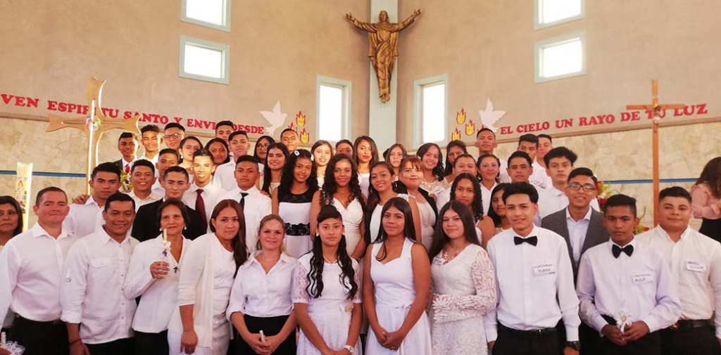 Honduras - 51 young people and adults receive sacrament of Confirmation