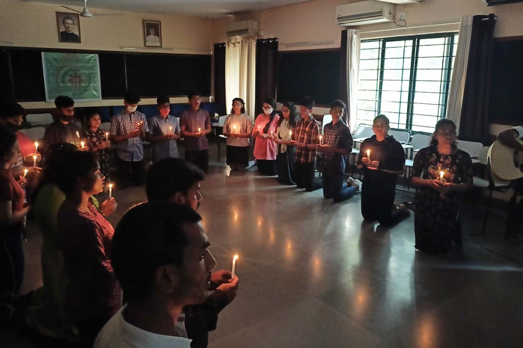 "India - Bangalore's ""Bosco Youth"" prays for peace in Myanmar"
